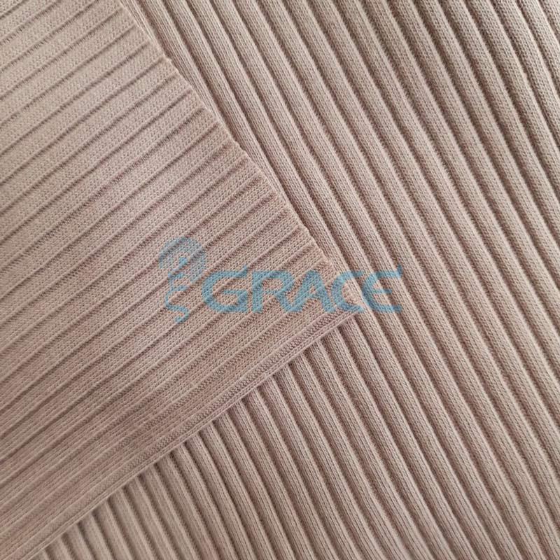 Ткань лапша - натуральная трикотажная, эластичная в холодном оттенке бежевого цвете с полосками