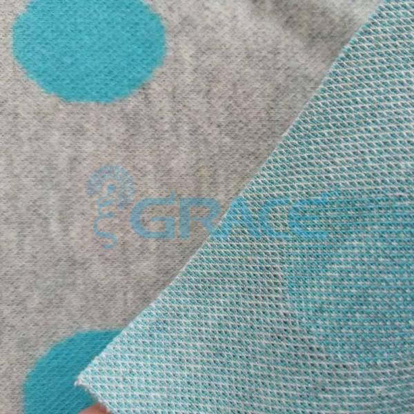 Жаккард MZD 6109 - ткань из хлопка трикотажная с полиэстером и эластаном, серая с голубыми кругами